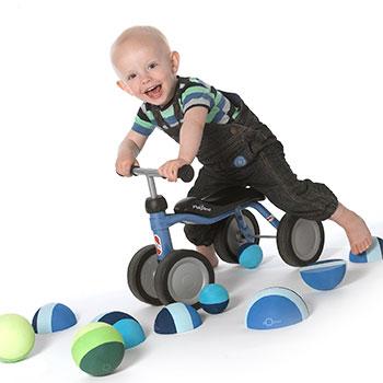 Fotograf Skanderborg børne foto af dreng på løbecykel