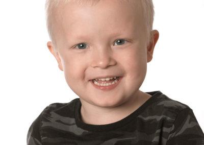 de billige smilende dreng